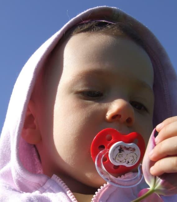 Comment arrêter la tétine de bébé ? Mes conseils de maman
